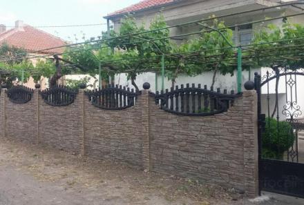 Бетонни колове, тухли и бордюри в София-Челопечене - Детелина-Три ЕООД
