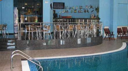 Басейн с бар на Хотелски комплекс Предел в Разлог - Предел