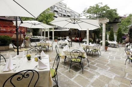 Лятна градина на Ресторант Българи в София - Ресторант Българи