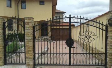 Дворни врати в Пловдив - Ани Лиза 62 ООД