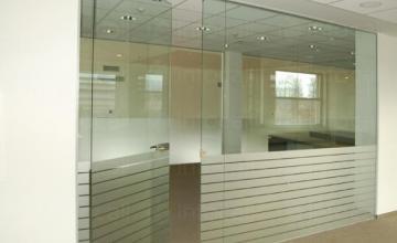 Стъклени витрини във Варна