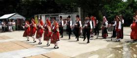 Формация за фолклорни песни и танци