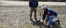 Изработка на почвени проби в Троян