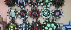 Изработване траурни венци в Севлиево