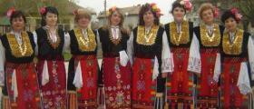 Женска група за изворен фолклор в Новград