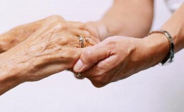 Ежедневни грижи за болни и самотни хора - Дом за стари хора Мокрище