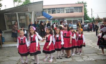Формация народни песни и танци в община Пещера - Народно читалище Зора 1903 Радилово