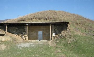 Храм в могила Голяма Арсеналка Казанлък