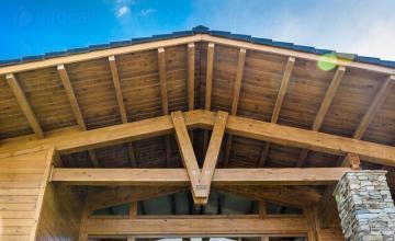 Изработка дървени покривни конструкции в Разлог