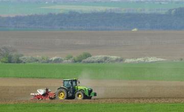 Обработка на земеделска земя в Добрич - Агроевроплант ЕООД