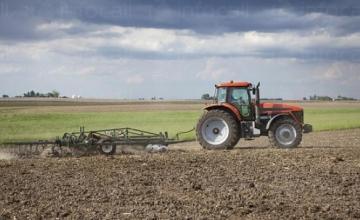 Обработка земеделска земя в Търговище - Агровариант ЕООД