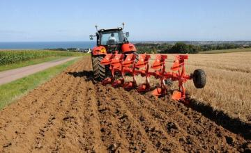 Обработване на земя в село Малина-Генерал Тошево - ПТК Плодородие