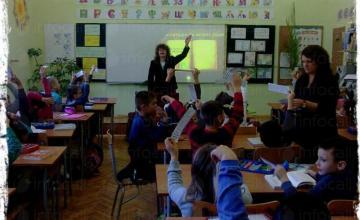 Обучение на ученици от 1 до 4 клас - НУ Единство Плевен