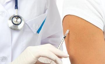 Поставяне на имунизации в град Харманли - Доктор Веселка Кючукова