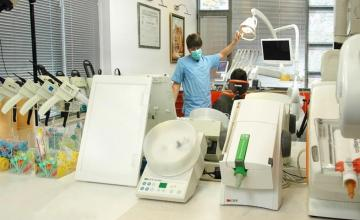 Зъбни импланти в Асеновград - Доктор Александър Желязов