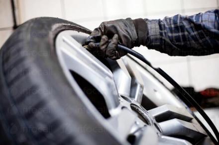 Баланс на гуми на леки и лекотоварни автомобили в Луковит - Автоцентър Кайчо