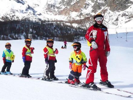 Бяло зимно ски училище в Пампорово - УТБ Пампорово