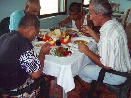 Ежедневни грижи за възрастни хора с умствена изостаналост в община Камено - ДВУИ Русокастро
