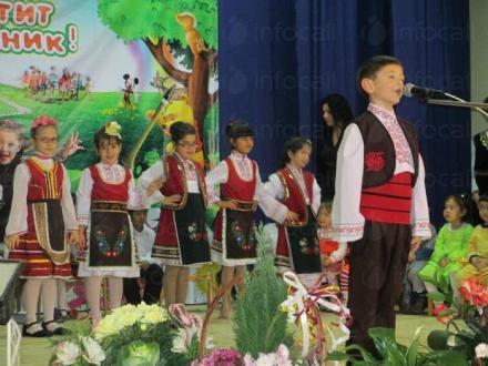 Фолклорна група за автентично пеене Китка в Чавдар-София - Народно читалище Надежда