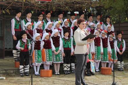 Формация за автентичен фолклор в община Каварна - НЧ Народен будител 1940 Българево