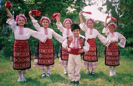 Формация за фолклорни песни и танци във Владая-Столична община - Владайско читалище Светлина - 1906