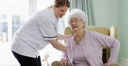 Избор на подходяща трудотерапия за възрастни хора физически увреждания - ДВХФУ БАНКЯ