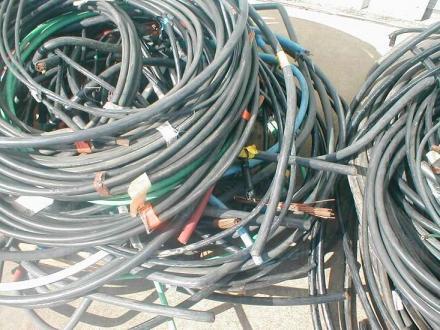Изкупуване на отпадъчни кабели за обработка във Варна - Кресметал