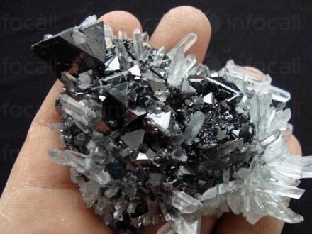Износ и търговия с минерали в Мадан - Кристали и минерали Мадан