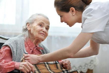 Медицински грижи за възрастни хора в Кърджали - Хоспис Червен кръст - ЕООД