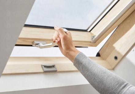 Продажба покривни прозорци Velux Варна - Жени 02
