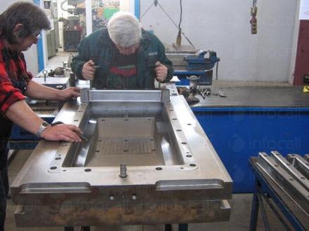 Производство акумулаторни кутии и капаци в Пловдив - Лидия Коева Дакопласт ЕТ