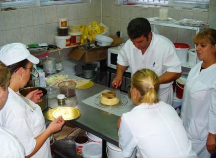 Производство на торти по поръчка в Самоков-Боровец - Захарно Петле Кибарови и СИЕ СД