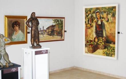 Рисуване след работно време в ХГ Разград - Художествена галерия Проф Илия Петров