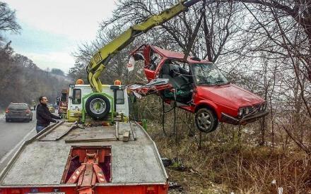 Транспортиране на аварирали автомобили в Добрич - Денонощна пътна помощ Добрич
